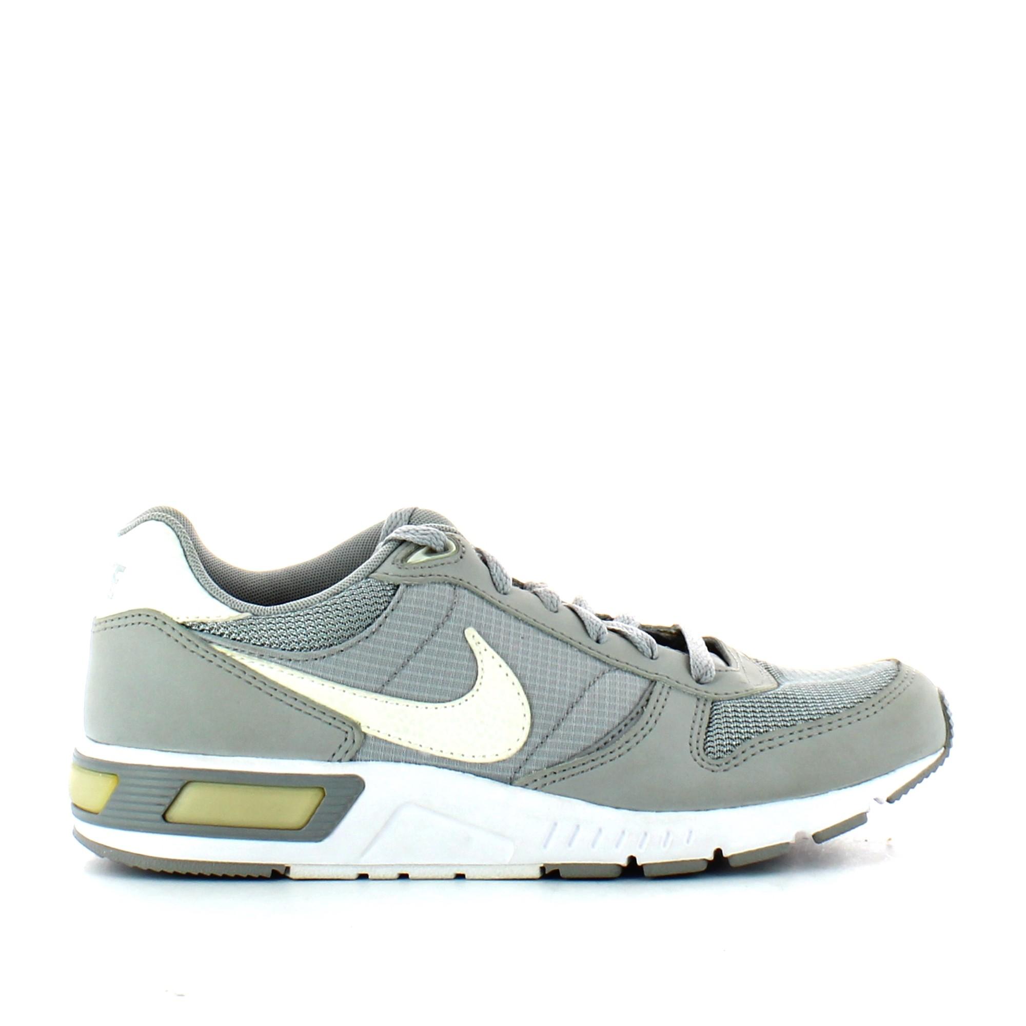 Zapatillas Nike Nightgazer Gris Blanco Hombre Deportes Moya