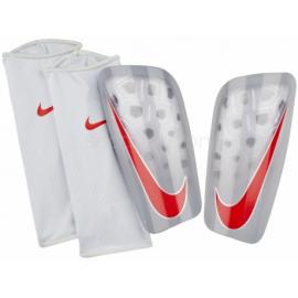 5cbbbc8416ac8 Espinilleras fútbol Nike Mercurial lite gris rojo