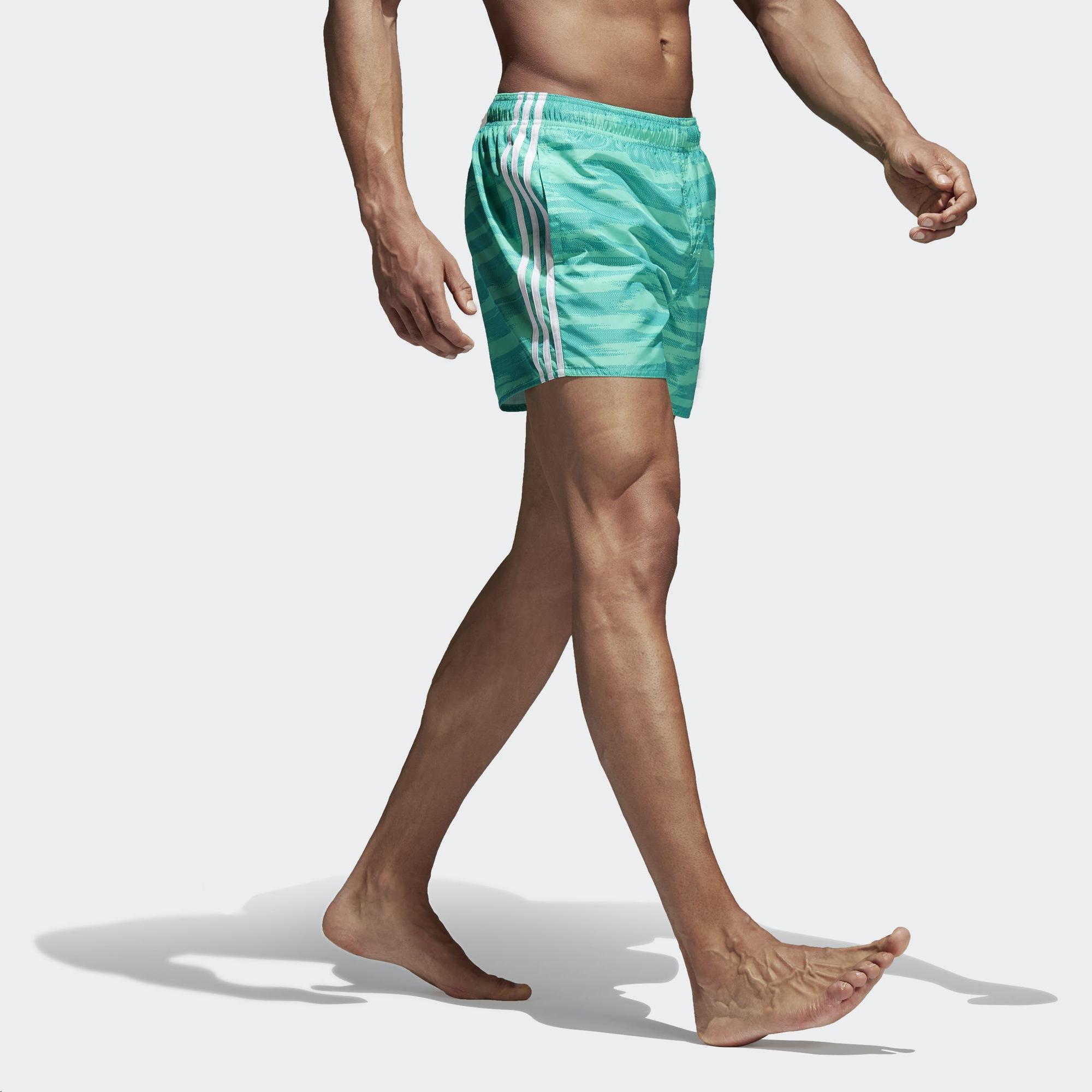 9d10f643255f Bañador Adidas Allover Print 3 Bandas Verde Hombre - Deportes Moya
