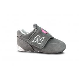 Zapatillas New Balance CC574ZOE gris bebé