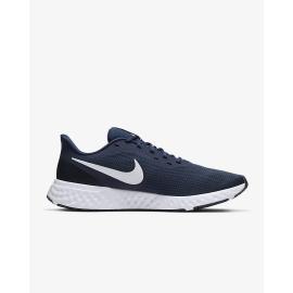 Las Nike Revolution 5 poseen una amortiguan de espuma suave que permite seguir corriendo de manera cómoda. El material de punto